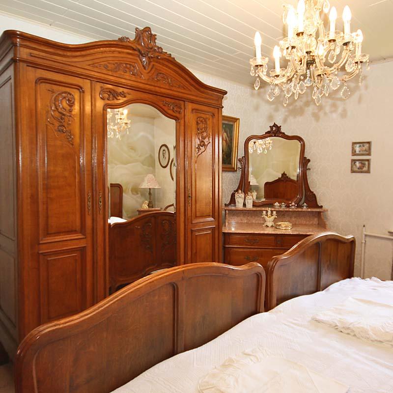 Schlafzimmer antik - Antik la Flair - Antike Möbel und Antiquitäten-Ramstein-Kaiserslautern ...