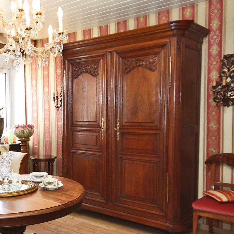 Schränke antik, Vitrinen antik - Antik la Flair - Antike Möbel und ...